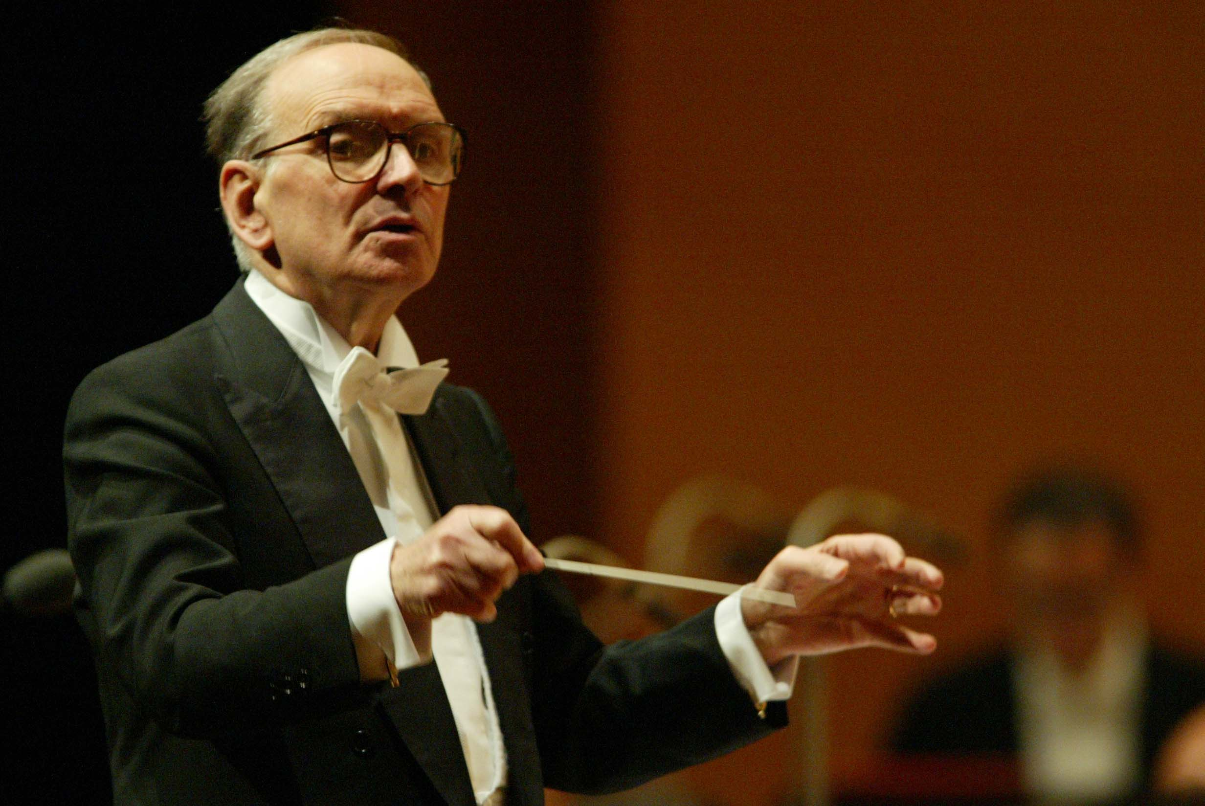 Ennio-Morricone-Conducts