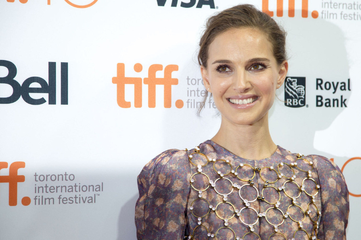 EN-TIFF-OPENINGNIGHT10 TORONTO, ON - SEPTEMBER 9 - Actress Natalie Portman on the red carpet at the TIFF Bell Lightbox in Toronto on September 9, 2015. On the eve of TIFF's 40th year, Toronto's film buffs and celebrity obsessed gather at the Lightbox for an on-stage conversation with Natalie Portman. Carlos Osorio/Toronto Star