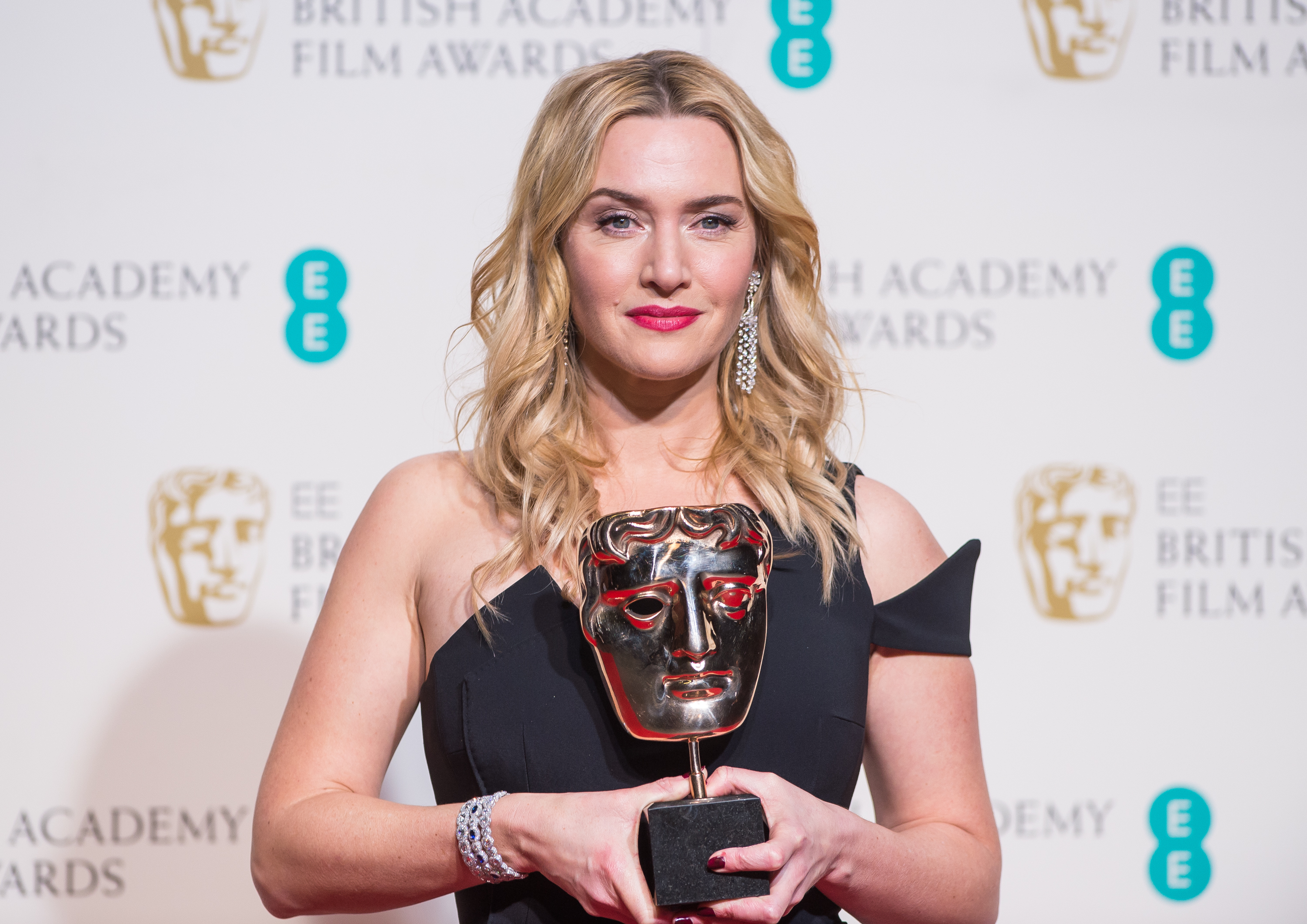 LONDON, ENGLAND - FEBRUARY 14: Kate Winslet poses in the winners room at the EE British Academy Film Awards at The Royal Opera House on February 14, 2016 in London, England. (Photo by Samir Hussein/WireImage)