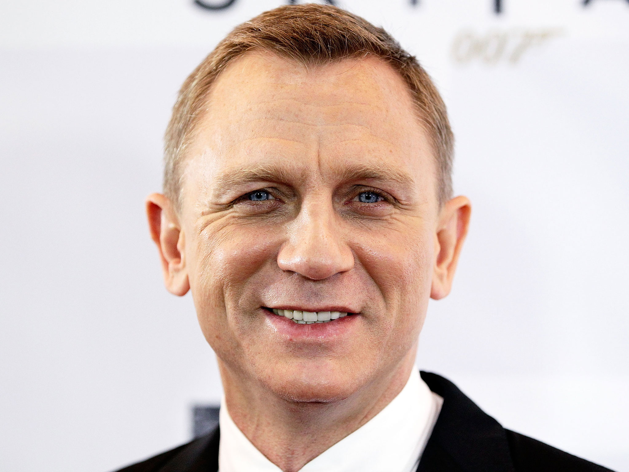 Daniel Craig Stars In TV Adaptation Of Bestseller